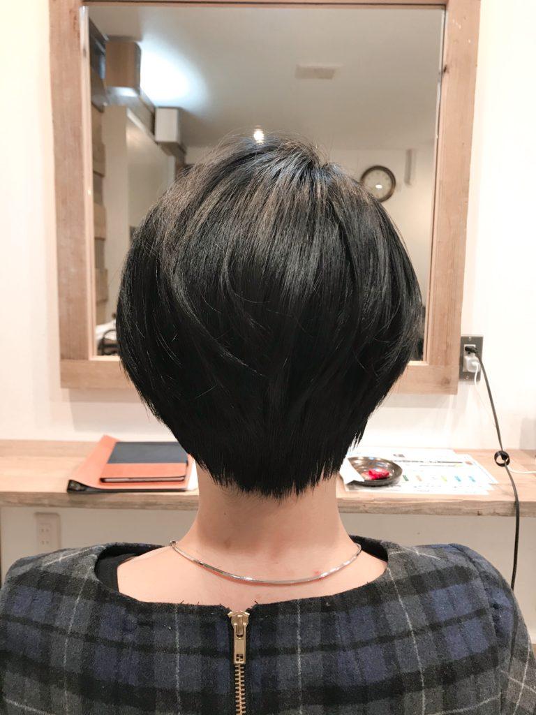 ヘアースタイル、ショートヘア、髪形、カット、バックスタイル
